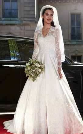 Spring 2012 collection showcase monique lhuillier the for Wedding dress kate middleton style